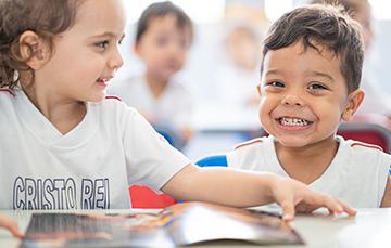 Ambiente AcolhedorO acolhimento é o alicerce fundamental de uma experiência de aprendizado prazerosa e significativa. Aqui, acolhemos nossos alunos com cuidado, carinho e olhar individual para suas necessidades.