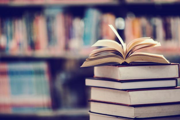 reserve-na-biblioteca-com-livro-aberto_1150-5920
